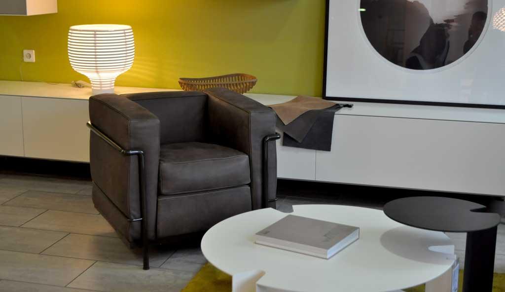designm bel in einer austellung von sitzm bel bis zur beleuchtung. Black Bedroom Furniture Sets. Home Design Ideas