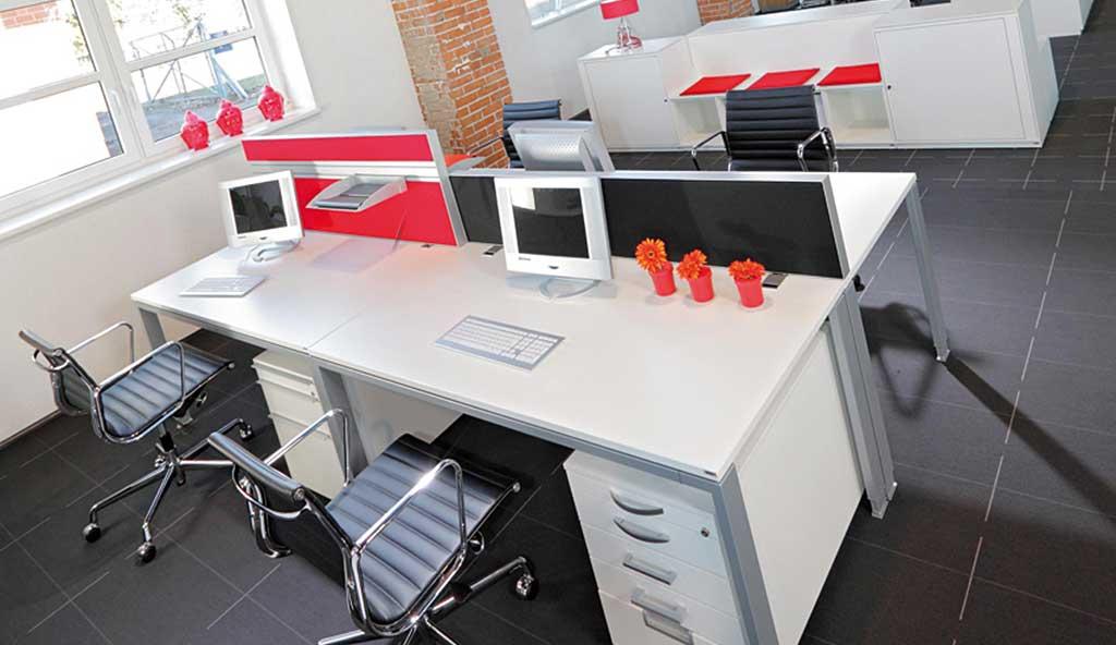 Schreibtisch mit dem passendem b rostuhl und vieles mehr for Wohndesign enzmann