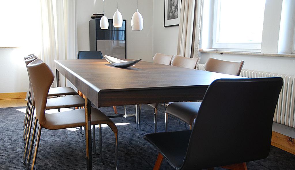Designm bel in einer austellung von sitzm bel bis zur for Wohndesign reutlingen