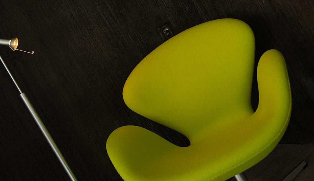 Designm bel in einer austellung von sitzm bel bis zur for Wohndesign enzmann